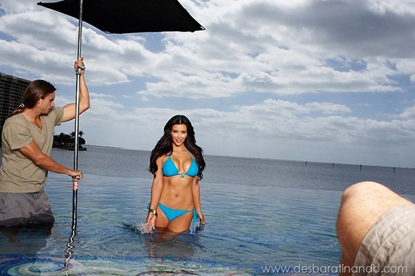 kim-kardashian-linda-sensual-sexy-sedutora-boob-peitos-decote-ass-bunda-gostosa-desbaratinando-sexta-proibida (115)