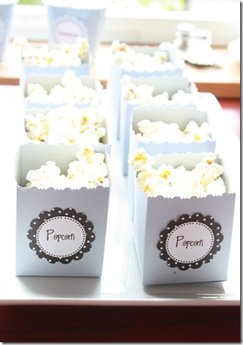 popcornbøtter lyseblå popcornboks dåp