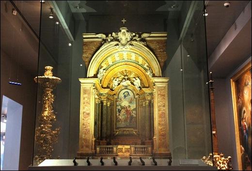 Gloria Ishizaka - museu de são roque - modelo da Capela de São João Baptista