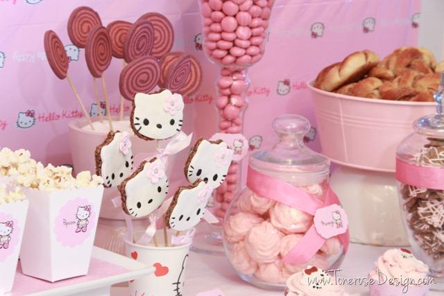 IMG_9402_rosa_kakebord_hello_kitty_dessertbord_bursdag