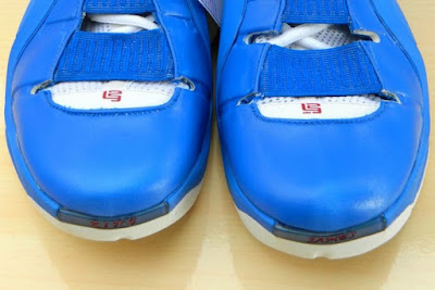 nike zoom lebron 4 ss white royal flexiposite 2 06 Throwback Thursday: Zoom LeBron IV Flexiposite Prototype