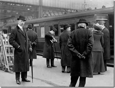 WW Astor and others about to board train