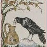 O corvo assassinadoUm senhor feudal estava decidido a matar um corvo que tinha feito ninho na torre de seu castelo. Repetidas vezes tentou surpreender o pássaro, mas em vão: quando o homem se aproximava, o corvo voava de seu ninho, colocava-se vigilante no alto de uma árvore próxima, e só voltava à torre quando já vazia. Um dia, o senhor recorreu a um truque: dois homens entraram na torre, um ficou lá dentro e o outro saiu e se foi. O pássaro não se deixou enganar e, para voltar, esperou que o segundo homem tivesse saído. O estratagema foi repetido nos dias seguintes com dois, três e quatro homens, sempre sem êxito. Finalmente, cinco homens entraram na torre e depois saíram quatro, um atrás do outro, enquanto o quinto aprontava o trabuco à espera do corvo. Então o pássaro perdeu a conta e a vida.