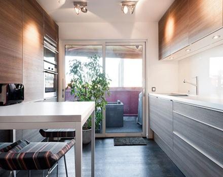Vanguardista y moderna decoraci n interior de un tico en for Cocina 6 metros cuadrados
