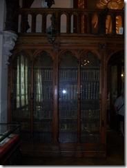 2013.04.26-008 bibliothèque dans la salle gothique