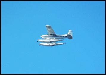 Seaplane fly in 060