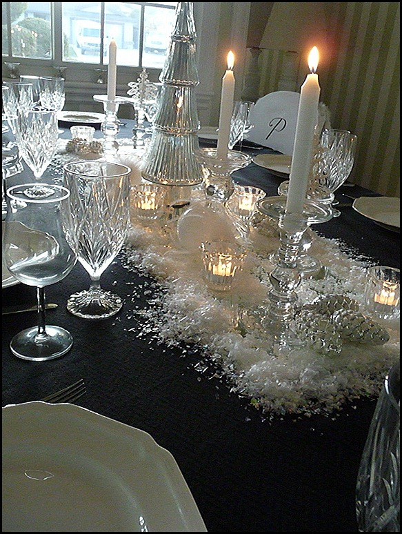 Christmas dining room black 2011 013 (600x800)