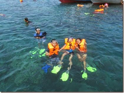 Foto Snorkeling di laut karimunjawa