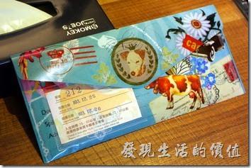 墾丁-冒煙的喬雅客商旅。這個資料夾也是送給房客的,裡面有房卡、早餐卷、優待卷...等資料。