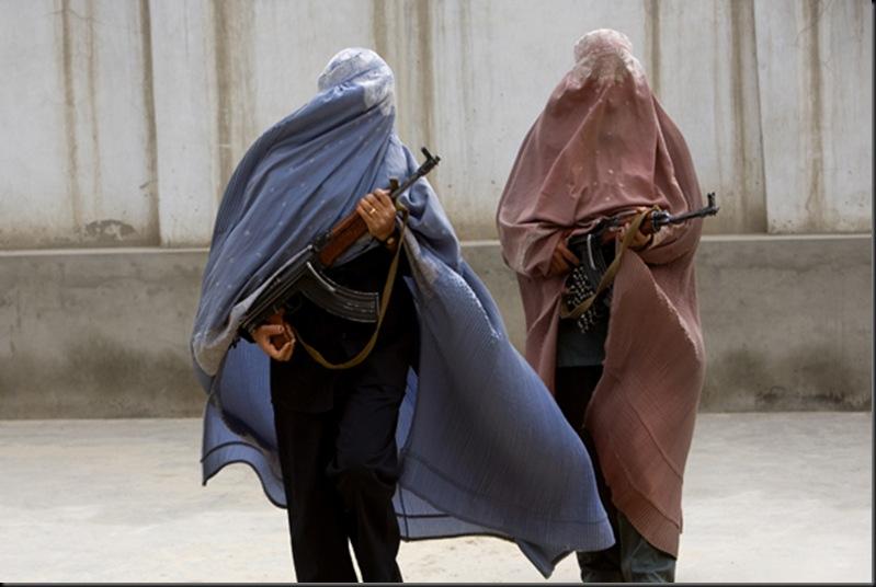 Les femmes flics martèlent le sol de Kandahar au nez des Taliban pour secourir leurs soeurs.