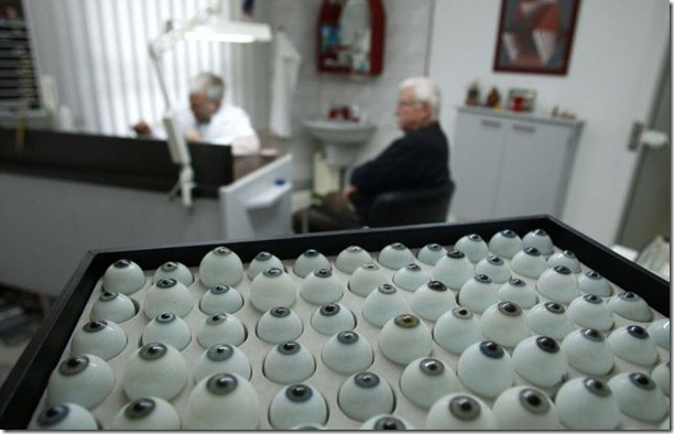 glass-prosthetic-eyes-20