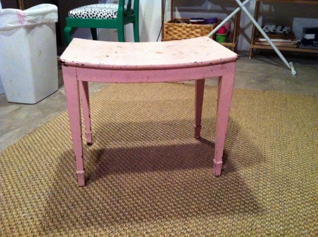 vantiy chair /side table