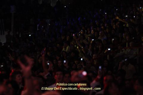 Público con celulares.jpg
