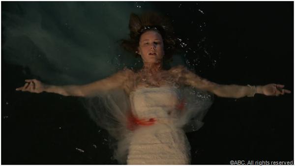 Season three of REVENGE opens with Emily (Emily Van Camp) in mortal danger.
