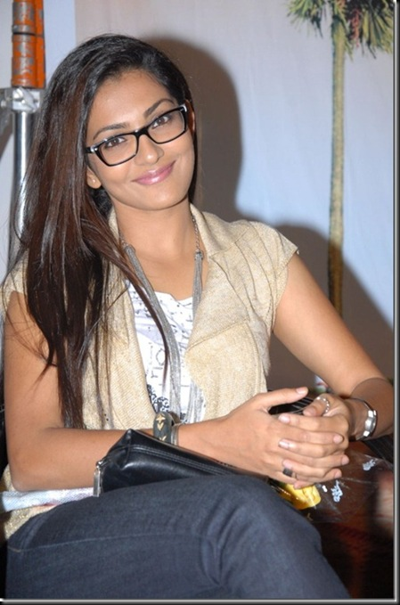parvathi menon_latest_beautiful_photos_thumb[5]