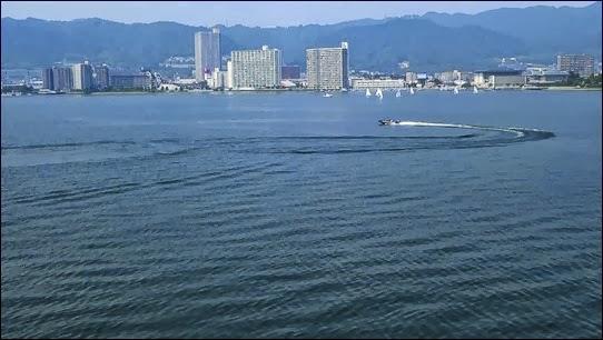 20130923-旋回するボート
