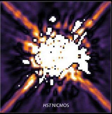 imagem da estrela HR 8799 captada pela NICMOS