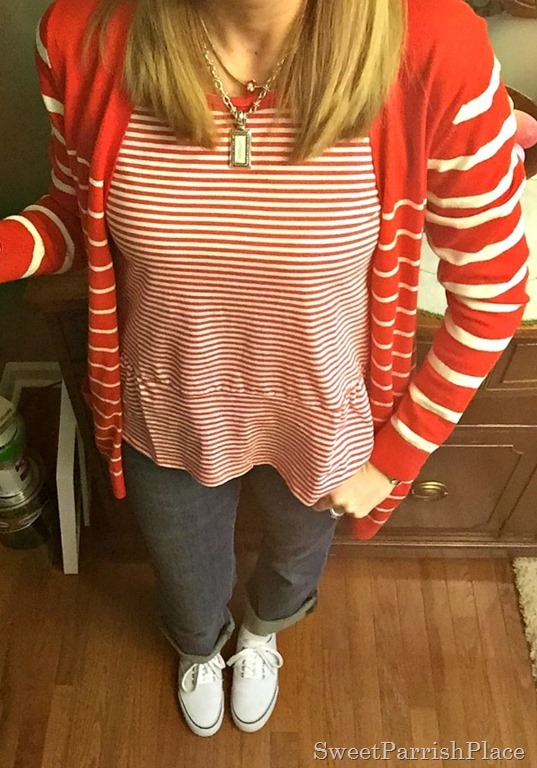 Red and white stripes, jeans, white sneakers3