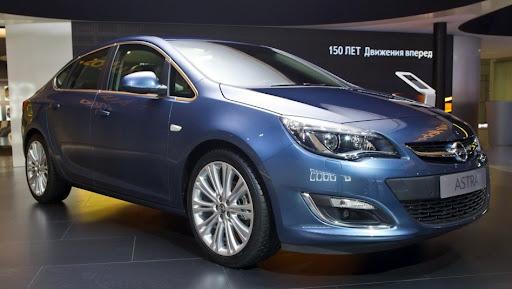 2013-Opel-Astra-Sedan-Moscow-Live-01.jpg