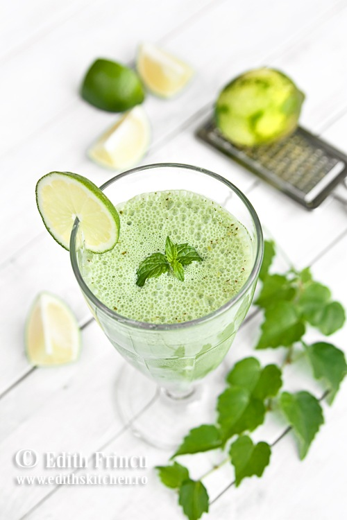 SMOOTHIE CU ORZ VERDE SI LIME