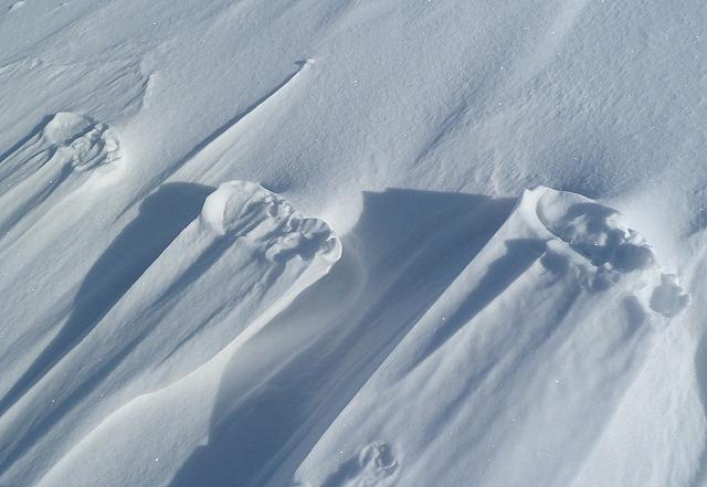 raised-footprints-snow-4