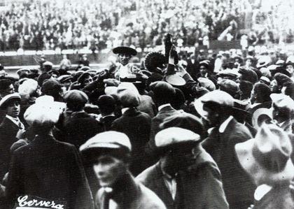 1913-06-05 Salida a hombros Jimenito