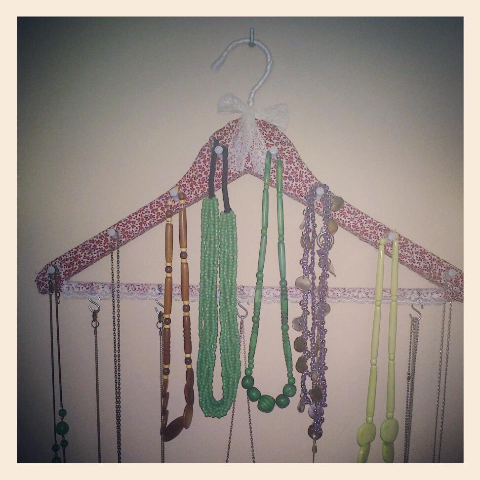 La buhardilla de jara nuevo colgador de collares - Para colgar collares ...