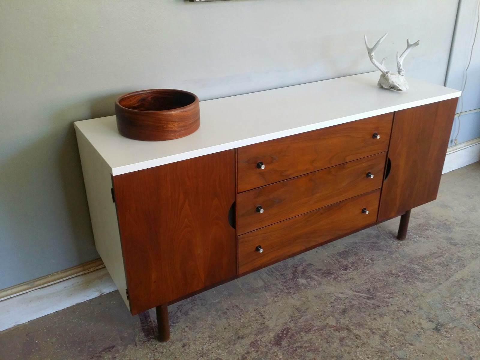 vintage ground mid century buffet credenza media console. Black Bedroom Furniture Sets. Home Design Ideas