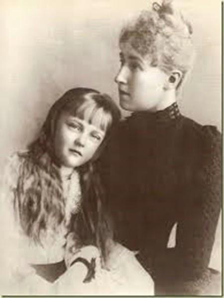 Erzsi y su madre Estefania