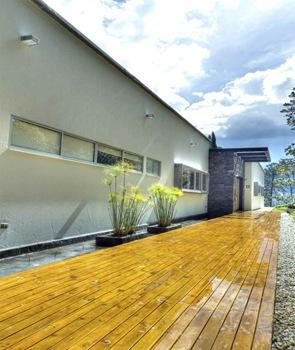Casa del rbol arquitecto david ram rez colombia - Piedra pizarra oxidada ...