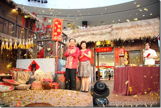 YB Danny Law and Carol Ang launching the event