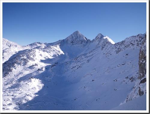Cap de Baqueira 2466m desde Parking Orri con esquis (Baqueira, Valle de Aran, Pirineos) 2959