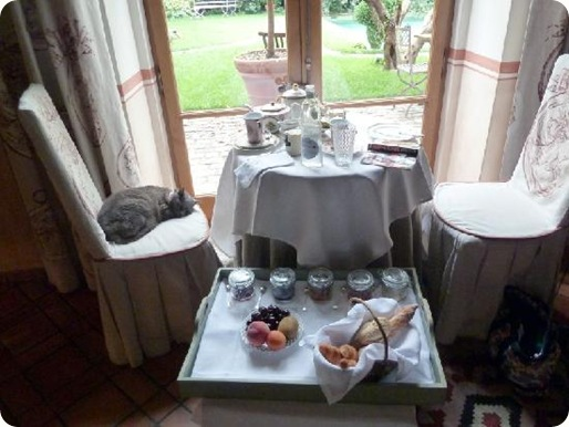 breakfast-table-at-jardins