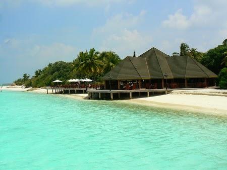 04. Restaurant pe malul apei - Maldive.JPG