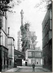 Statue de la liberté rue Chazelles (Anonyme)