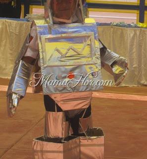 Disfraces de Halloween: Robot con Materiales Reciclados