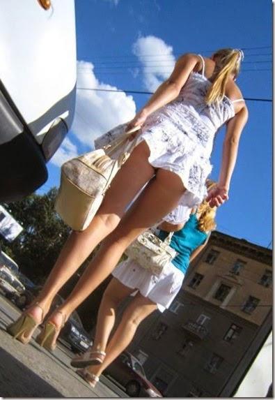 women-street-walkers-011