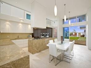 cocina-moderna-lujosa-color-blanco