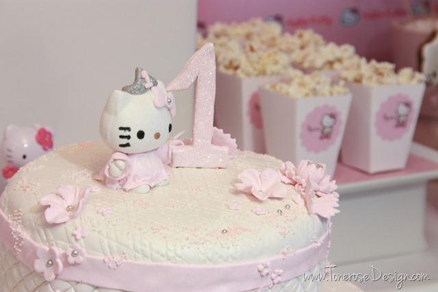 IMG_9401_rosa_kakebord_hello_kitty_dessertbord_bursdag