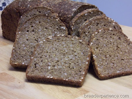 vollkornbrot-with-flaxseeds 029