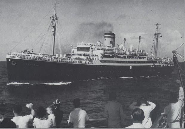El_CARIBIA_cruzandose_en_el_Atlantico_con_el_CORDILLERA._Foto_del_libro_PASSENGER_LINERS_FROM_GERMANY._1816-1990.jpg