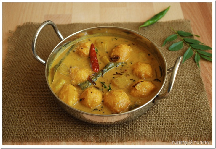 Trivandrum Style Vada Kooottu Curry