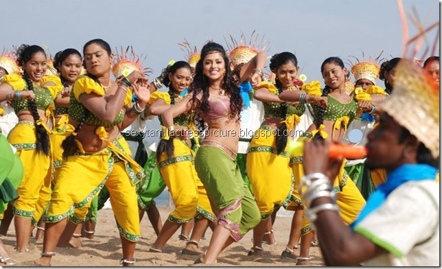actress-amala-paul-hot-dance-stills-in-vettai