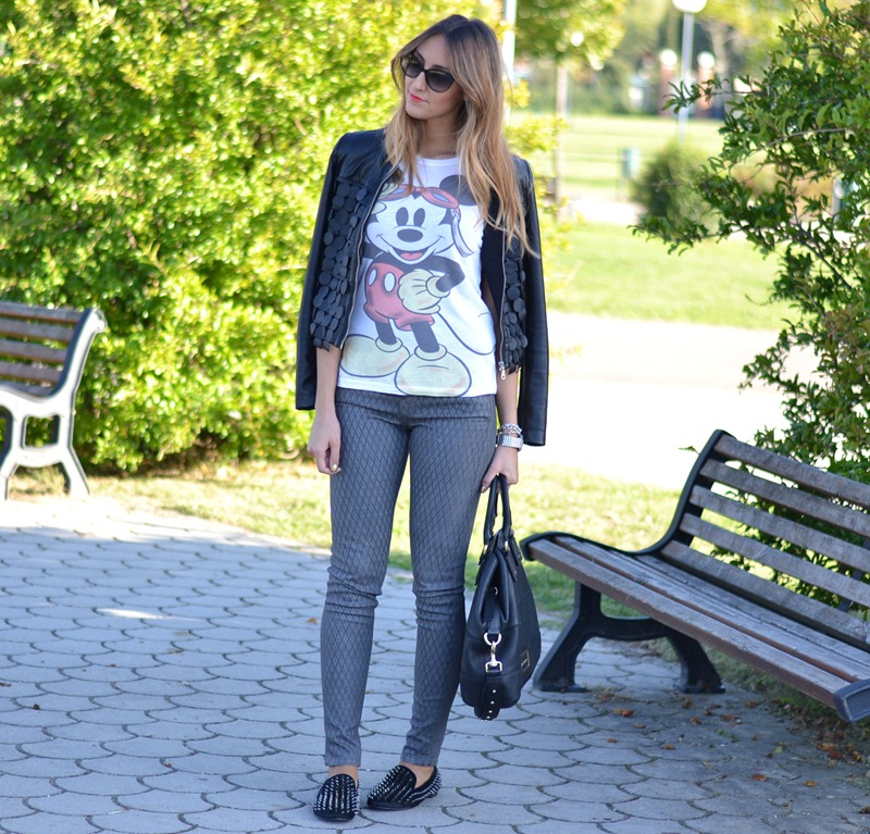 Mickey Mouse tee, Mickey Mouse, Giacca Rinascimento, Studded Loafers, True Religion Pants, True Religion, Dior Sunglasses, Mia Gioia Jewels