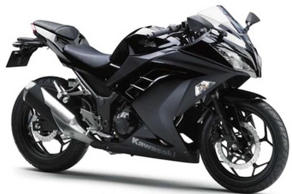 kawasaki-ninja-250-hitam