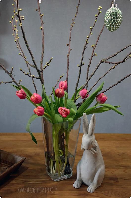 gefüllte Tulpen (07) mit Kirschblütenzweig und Peter Rabbit