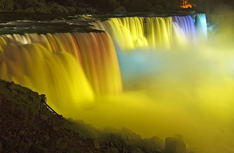 niagara-falls-lights-7