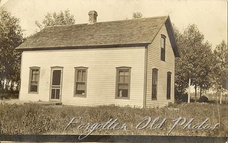 house  azo Postcard Triangles up