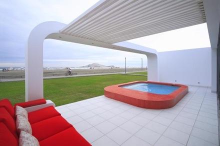 casa-contemporanea-con-piscina