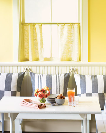 Hanging Dining Nook Pillows. (marthastewart.com/how-to/hanging-dining-nook-pillows)